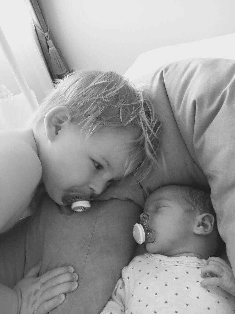 Happy Mum Blog - Survived - Die ersten 4 Wochen mit zwei Kids Mamablog