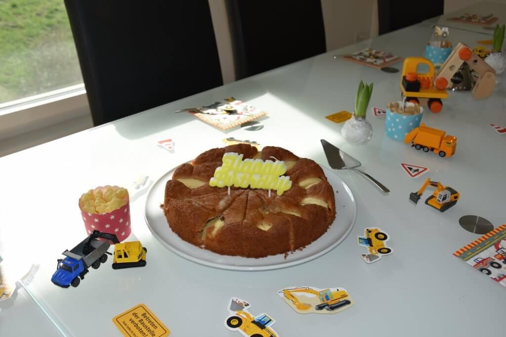 Happy Mum Blog - Inspiration Kindergeburtstag Demo Baustellenfahrzeuge - Geburtstagskuchen