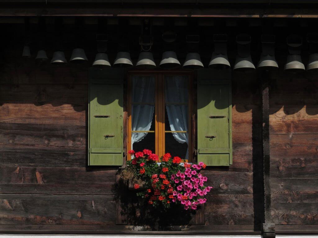 Happy Mum Blog - Ostern in Gstaad - Fenster