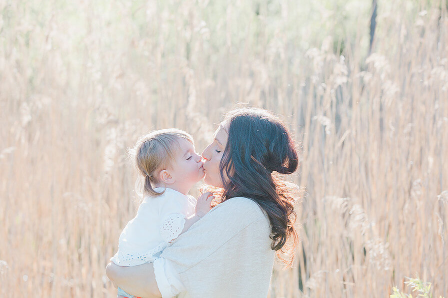 Happy Mum Blog - MumPreneur Sarah Menzi - MumPreneure Family Newborn Kind Sarah Menzi Photography