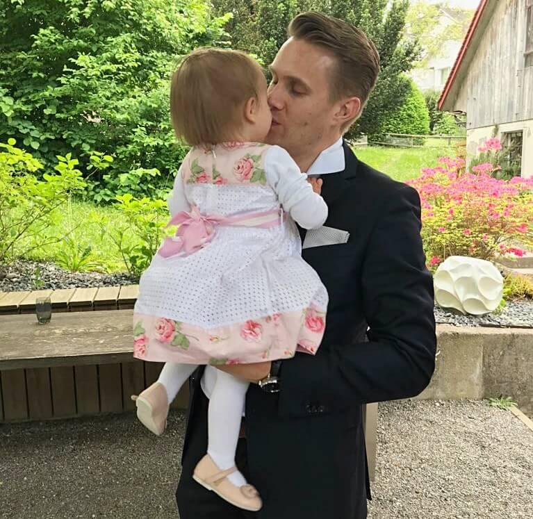 Mann mit Kind, sexy Papa, Papa mit Kind attraktiv